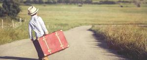 Enfant avec valise