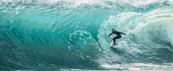 homme qui fait du surf