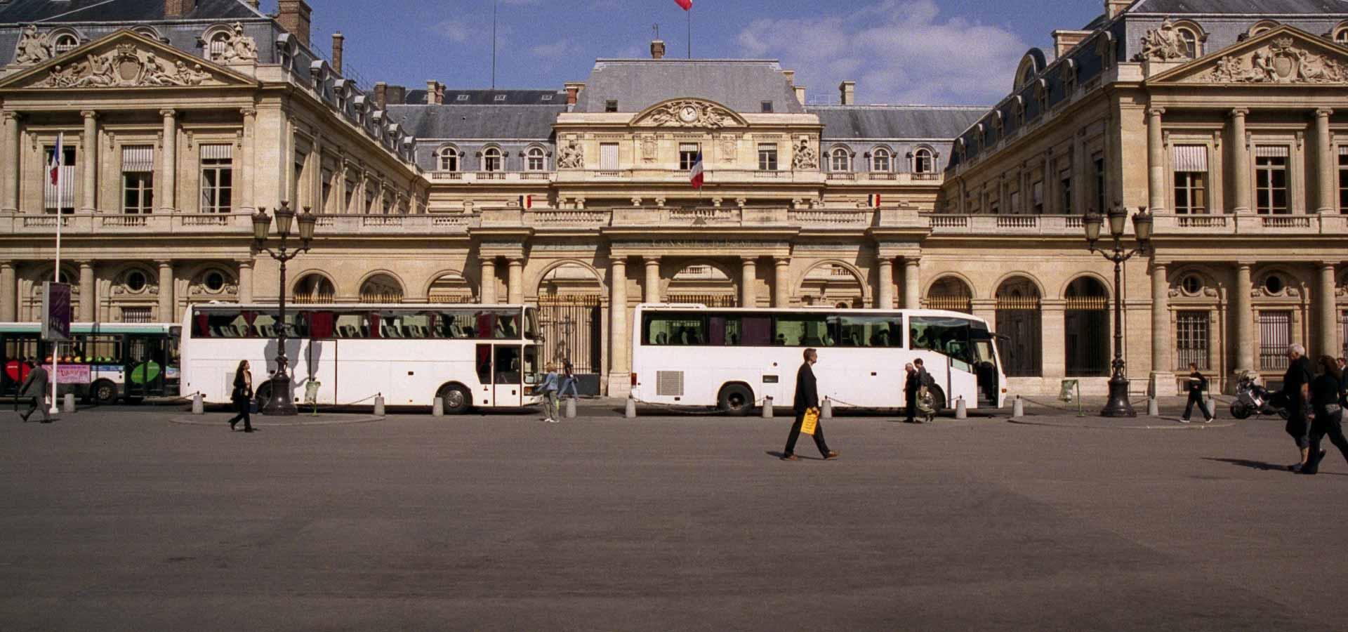 Location de car pour visiter Paris
