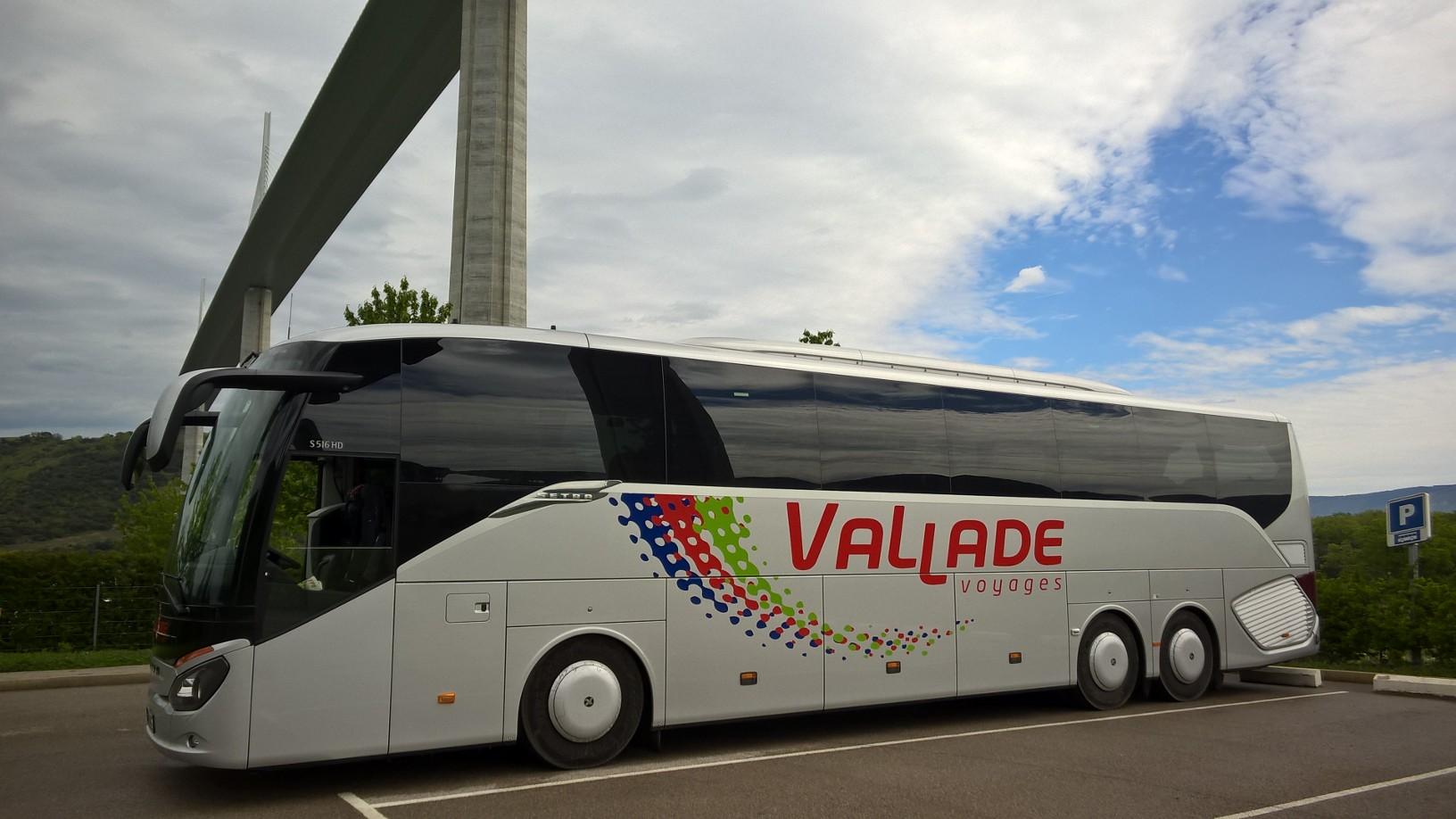 voyages vallade location bus minibus brantome. Black Bedroom Furniture Sets. Home Design Ideas